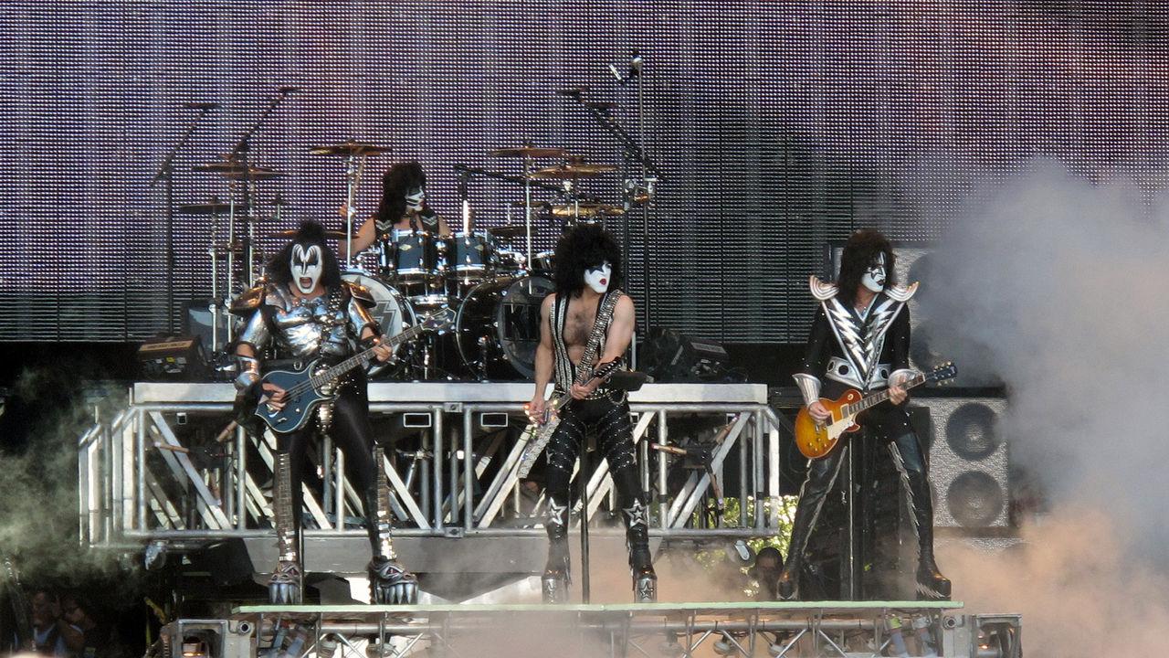 Kiss spelar i Sverige nästa år