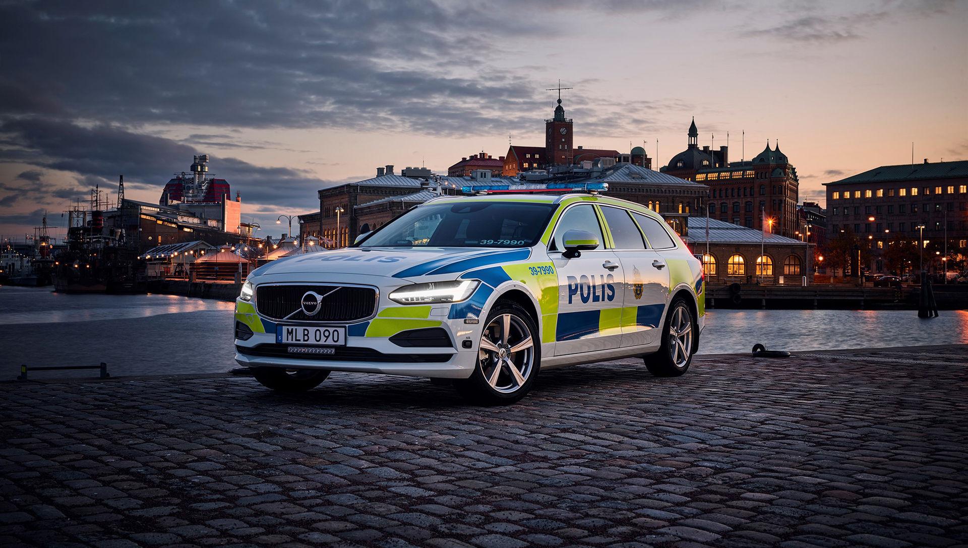 Volvo V90 i polisuniform