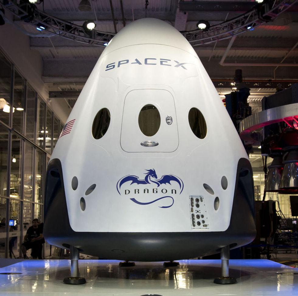 SpaceX skjuter upp sin första bemannade rymdfärd