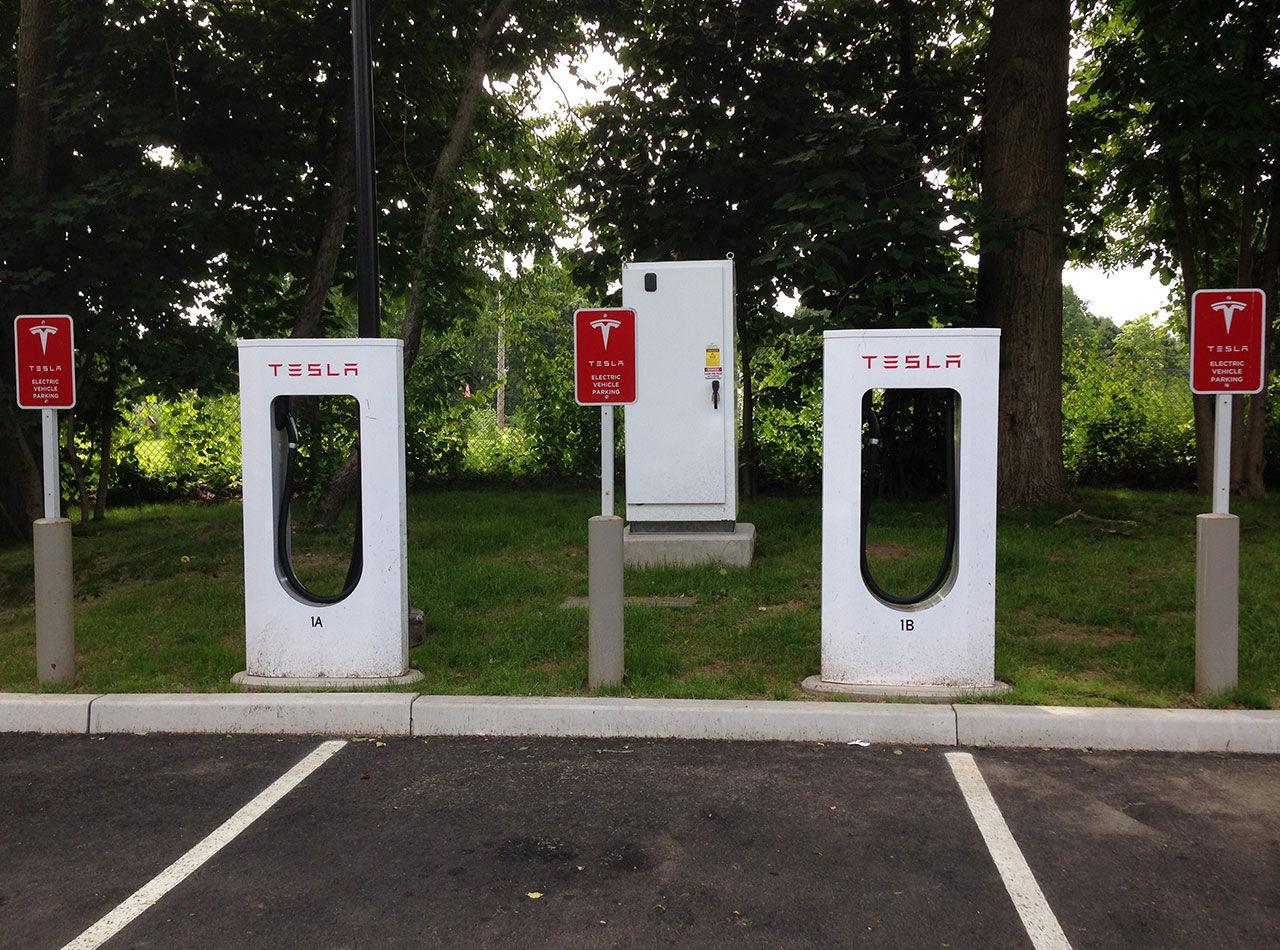 Straffavgift införs på Supercharger-stationer