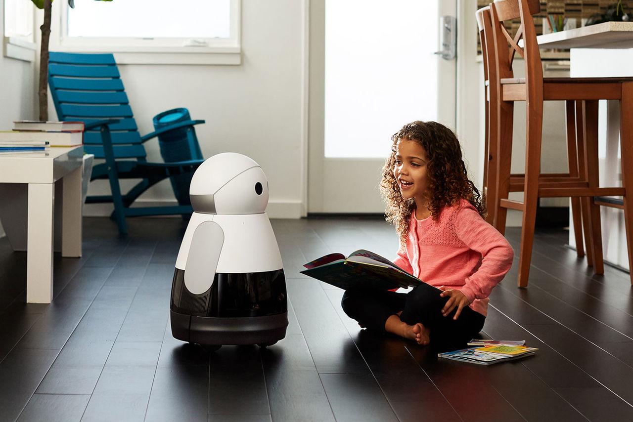Roboten Kuri kan läsa godnattsagor för barnen