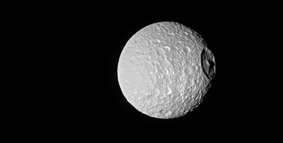 Saturnus måne Mima ser ut som dödsstjärnan