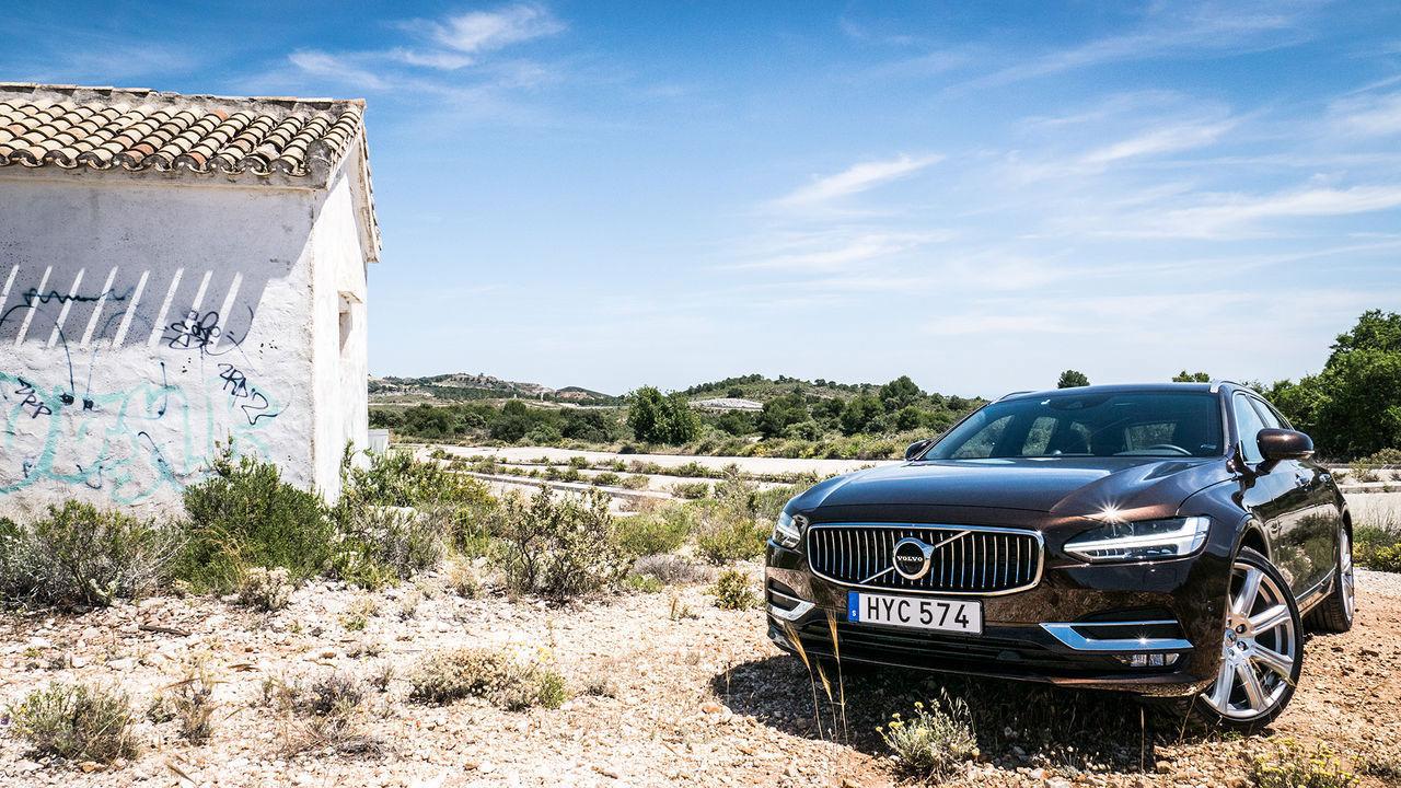 Volvo återkallar 8 200 bilar
