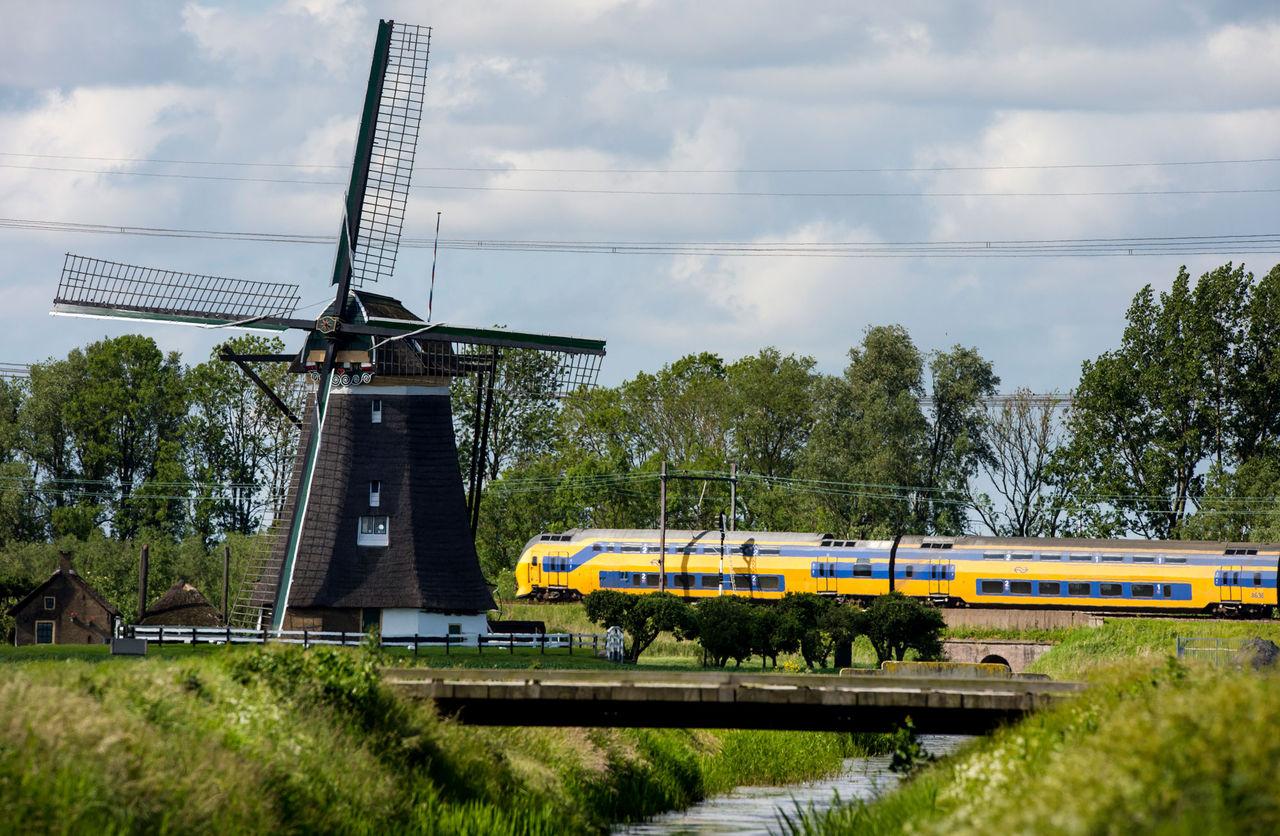 Nu drivs alla tåg i Nederländerna av vindkraft