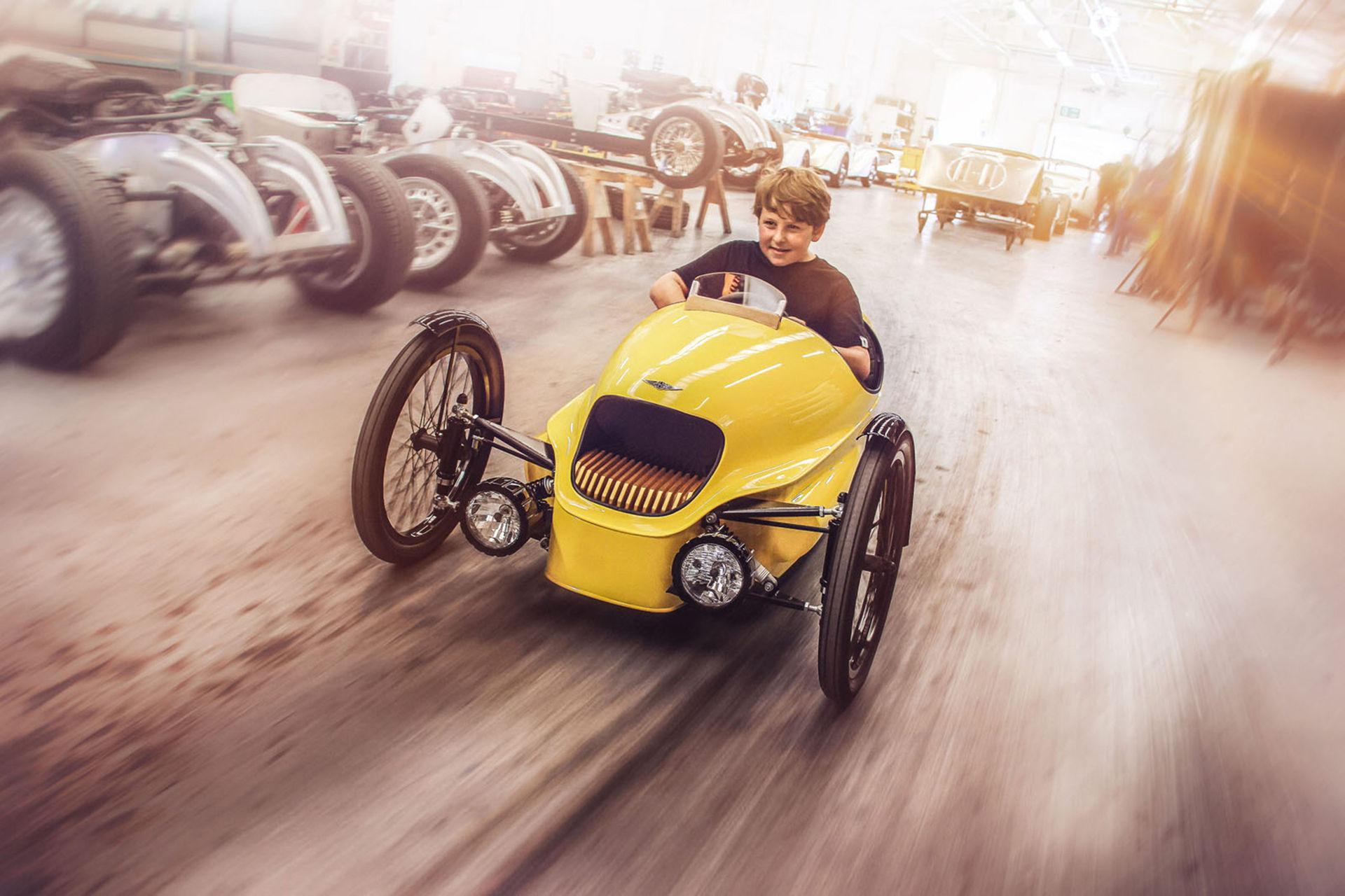 Morgan har byggt en trehjuling för barn