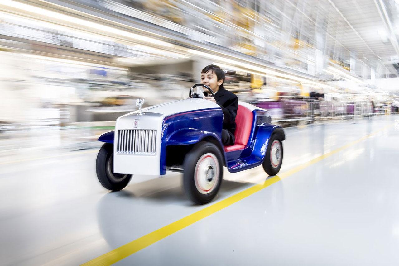 En Rolls-Royce Wraith till barnen på sjukhus