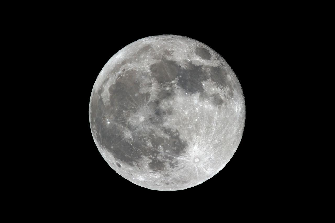 Jeff Bezos vill skicka leveranser till månen