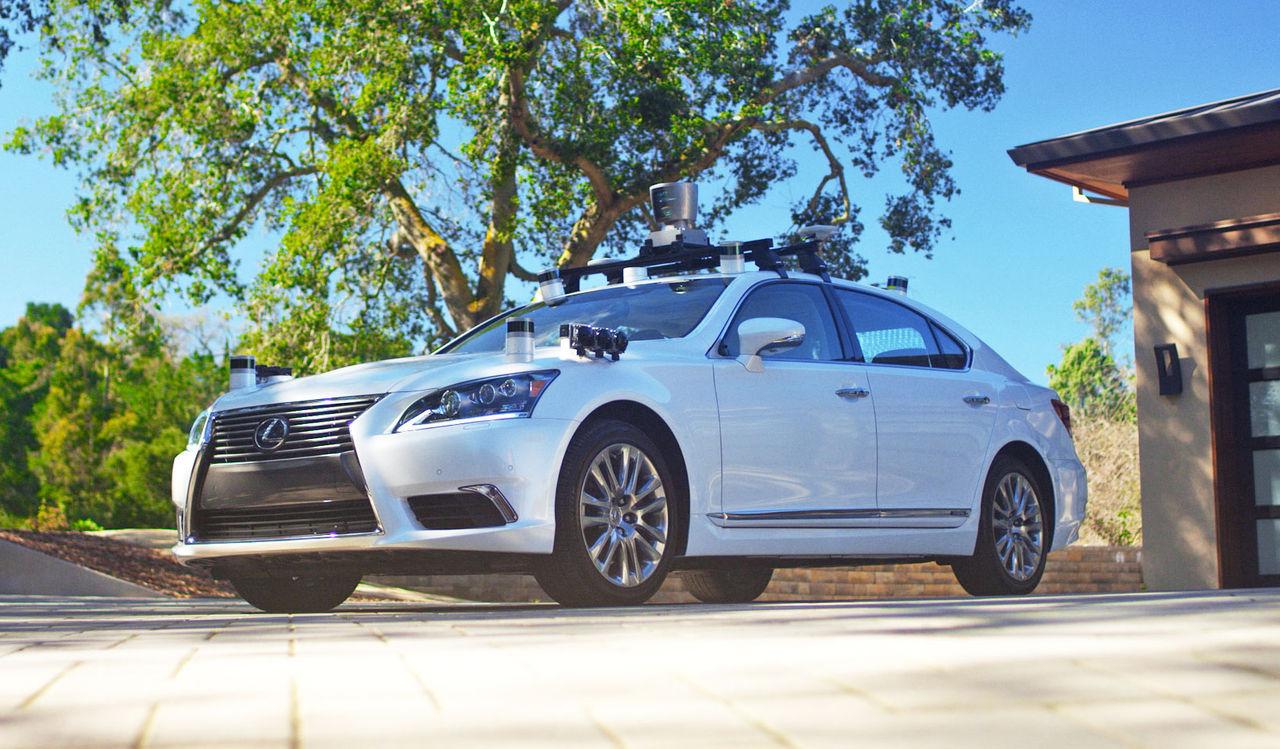 Toyota visar upp en ny självkörande bil