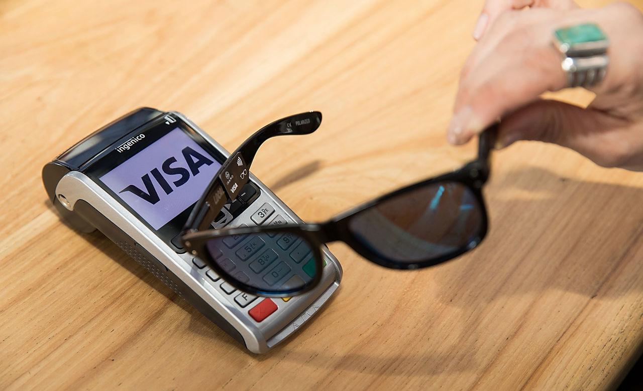 Betala med solglasögonen