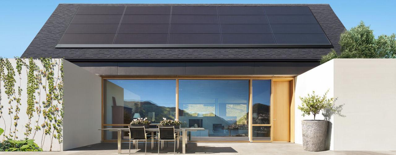 Tesla visar upp solcellspaneler