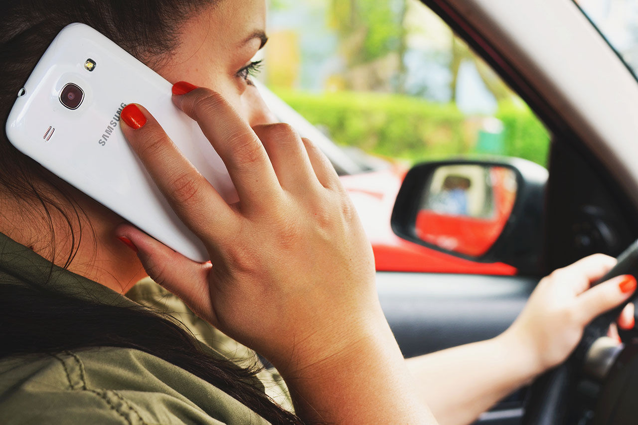 Förbud mot handhållen mobiltelefon i bil