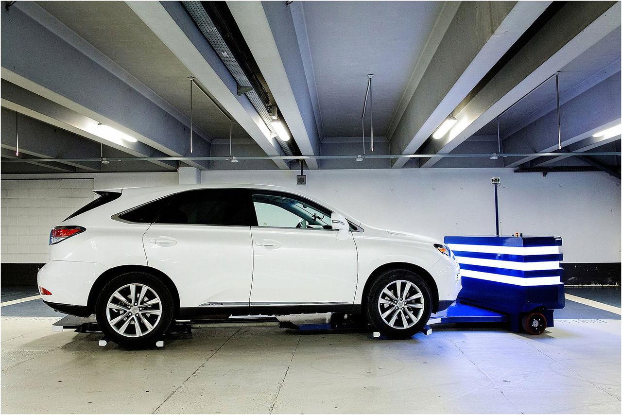 Roboten Stan parkerar din bil