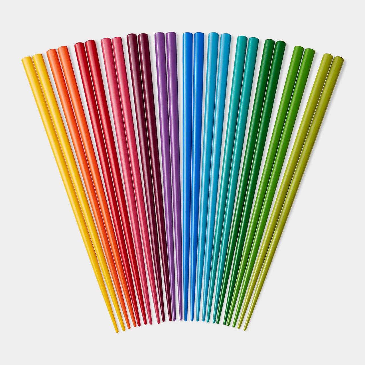 Regnbågsfärgade ätpinnar