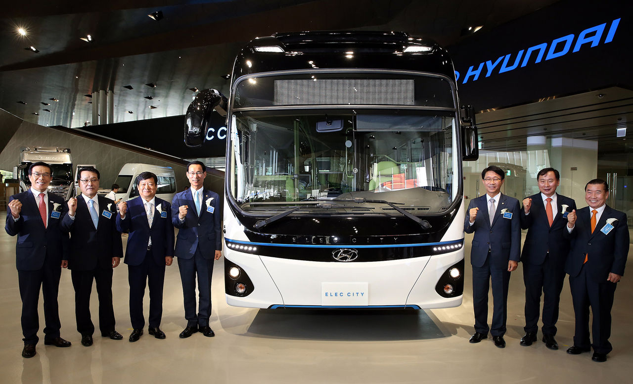 Hyundai visar elbussen Elec City