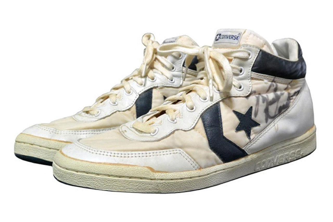 Slitna sneakers såldes för 1,6 miljoner