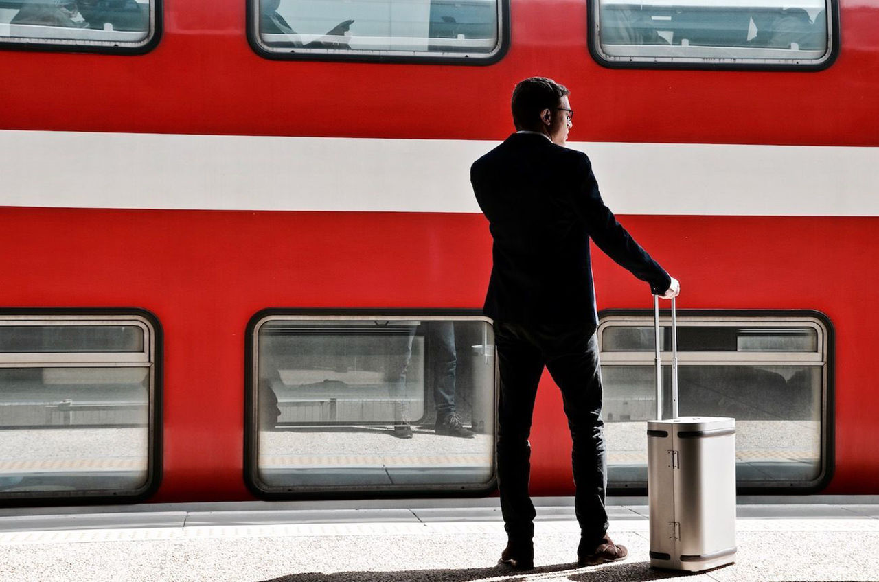 Smart resväska i aluminium