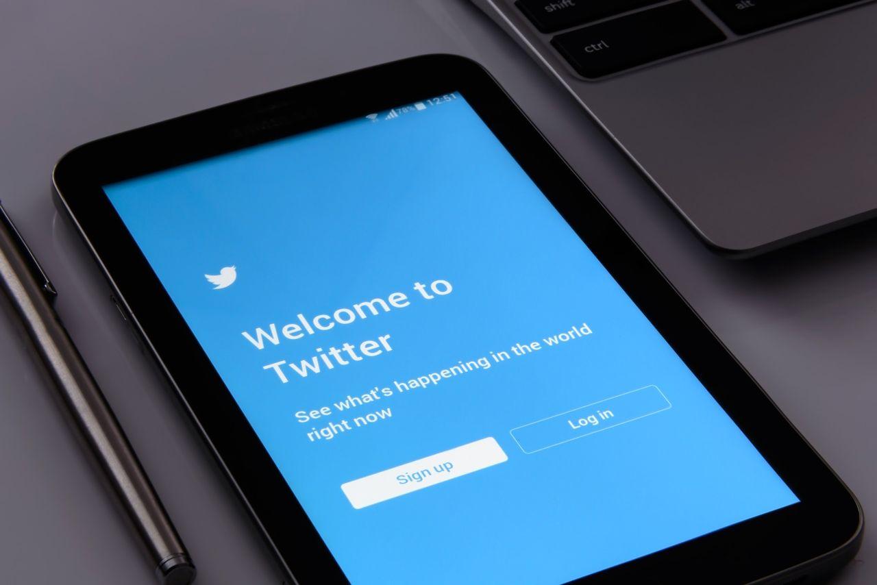 Twitter verkar överväga knapp för fejkade nyheter
