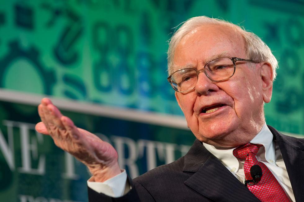 Warren Buffet skänker över 3 miljarder dollar till välgörenhet