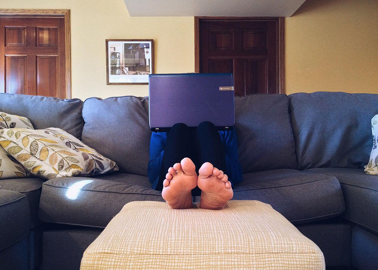 De som jobbar hemma tjänar mer och är gladare