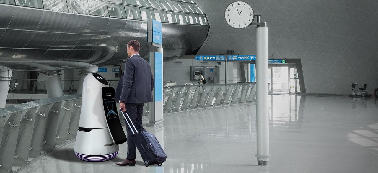LG visar upp två robotar avsedda för flygplatser