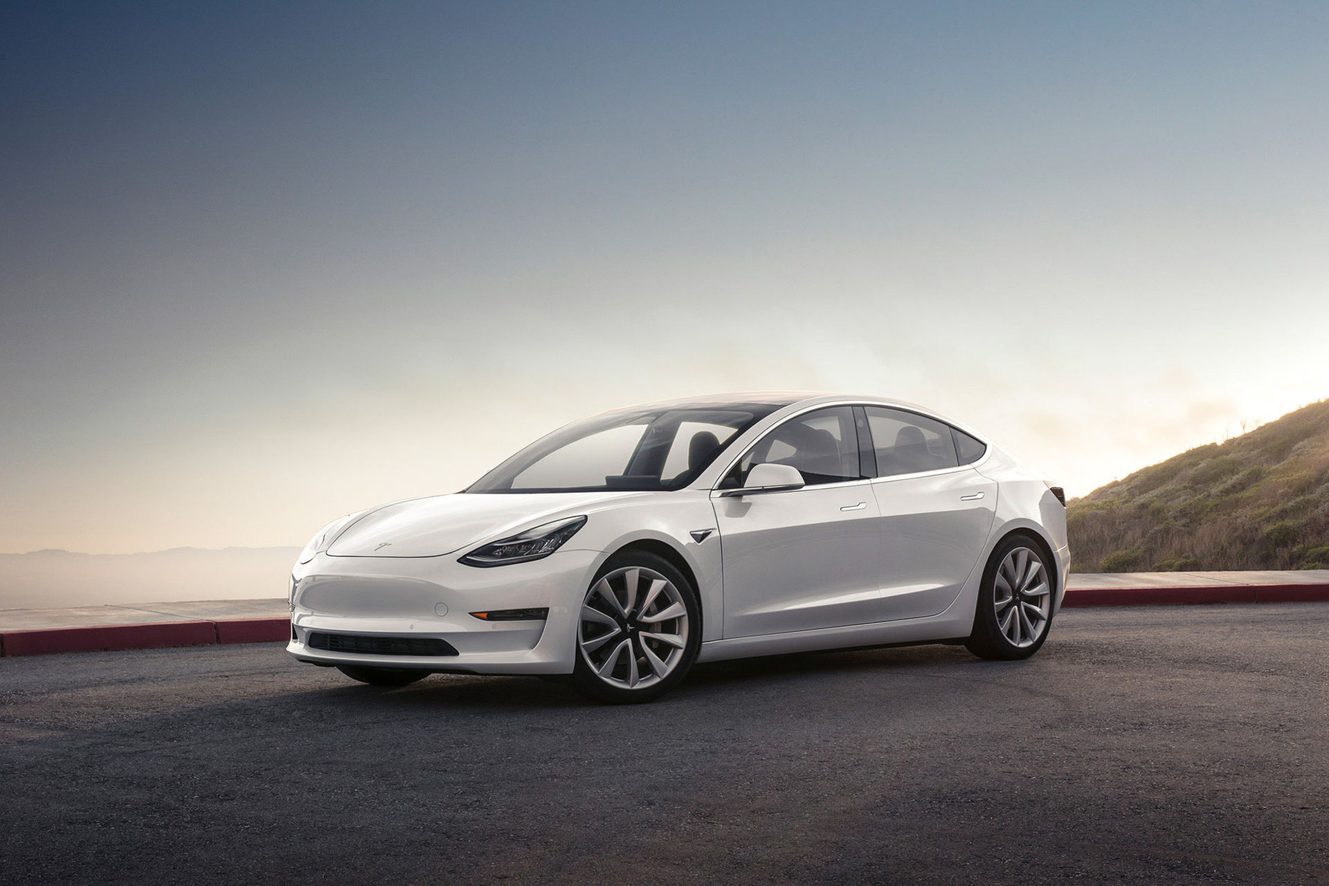 Prestanda-version av Tesla Model 3 kommer nästa år