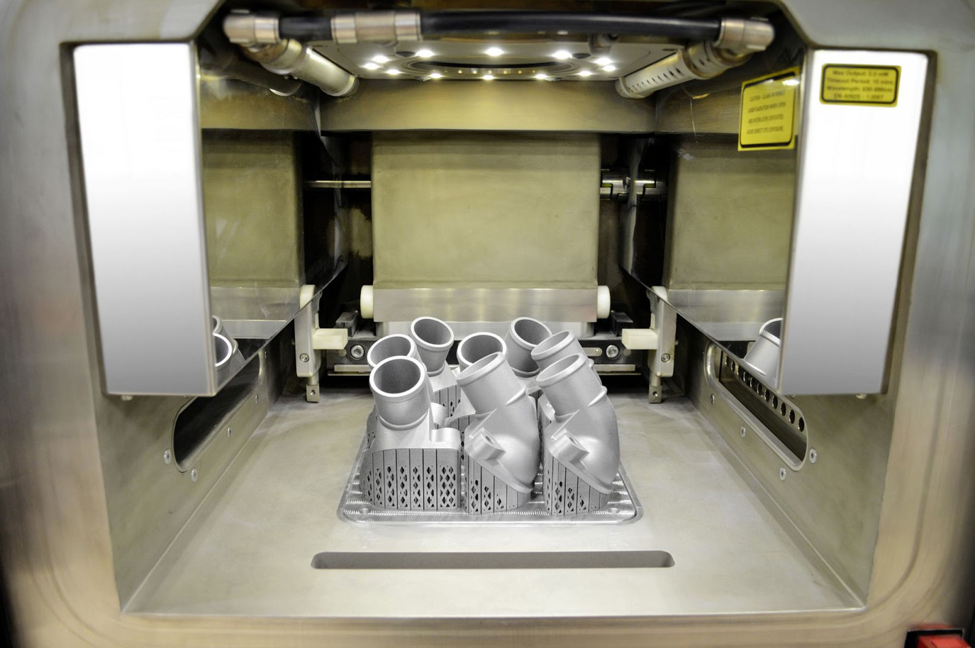 Mercedes 3D-printar sin första bildel i metall
