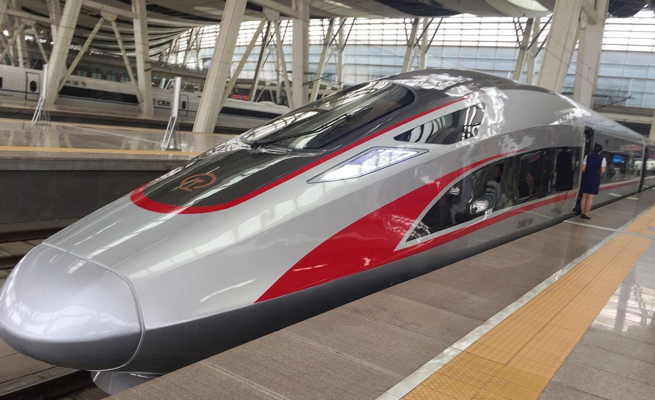 Kina återställer hastigheten på världens snabbaste tåg