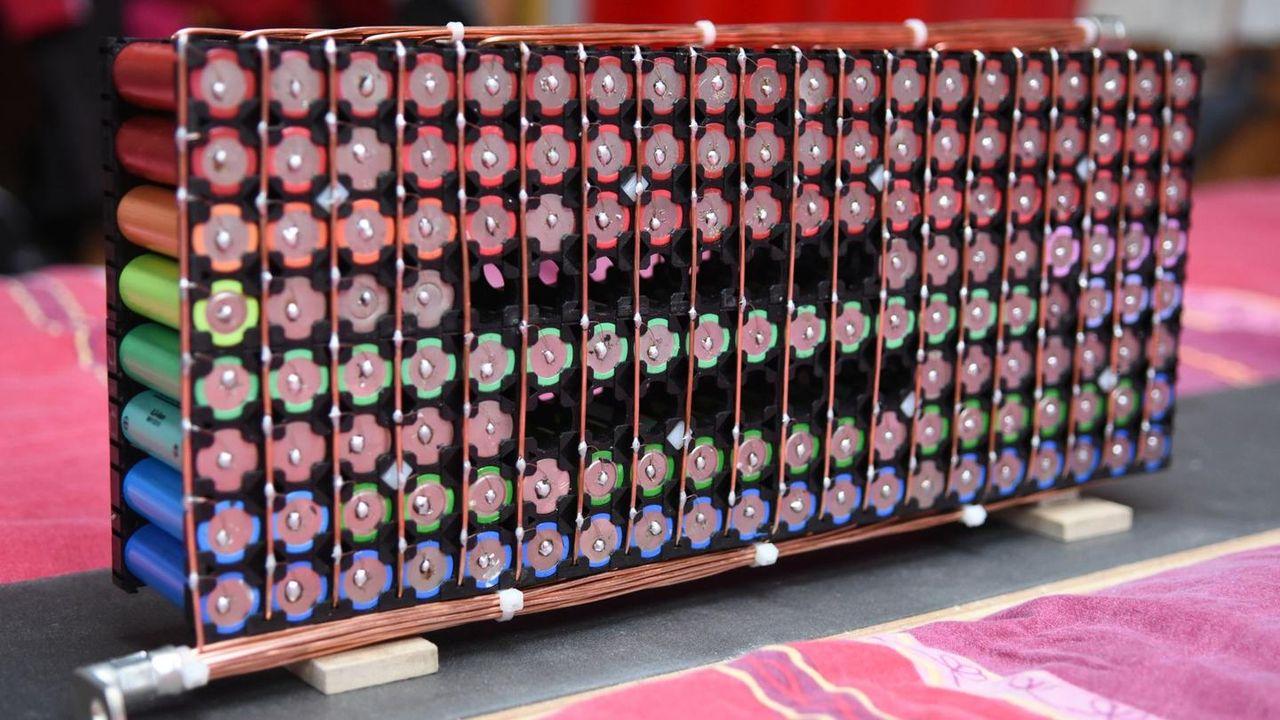 Folk har börjat bygga egna hemmabatterier