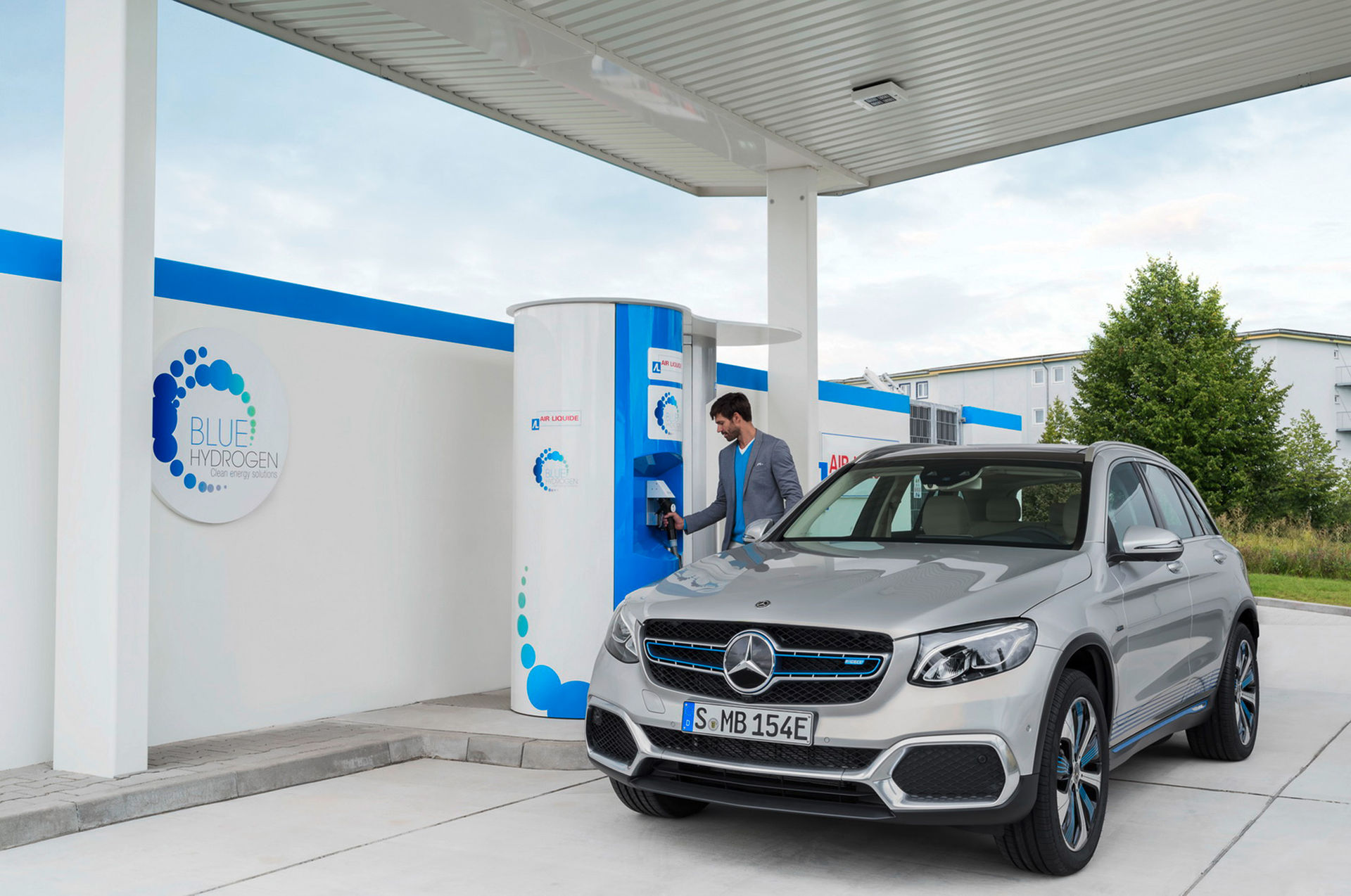 Mercedes tror på vätgasdrift