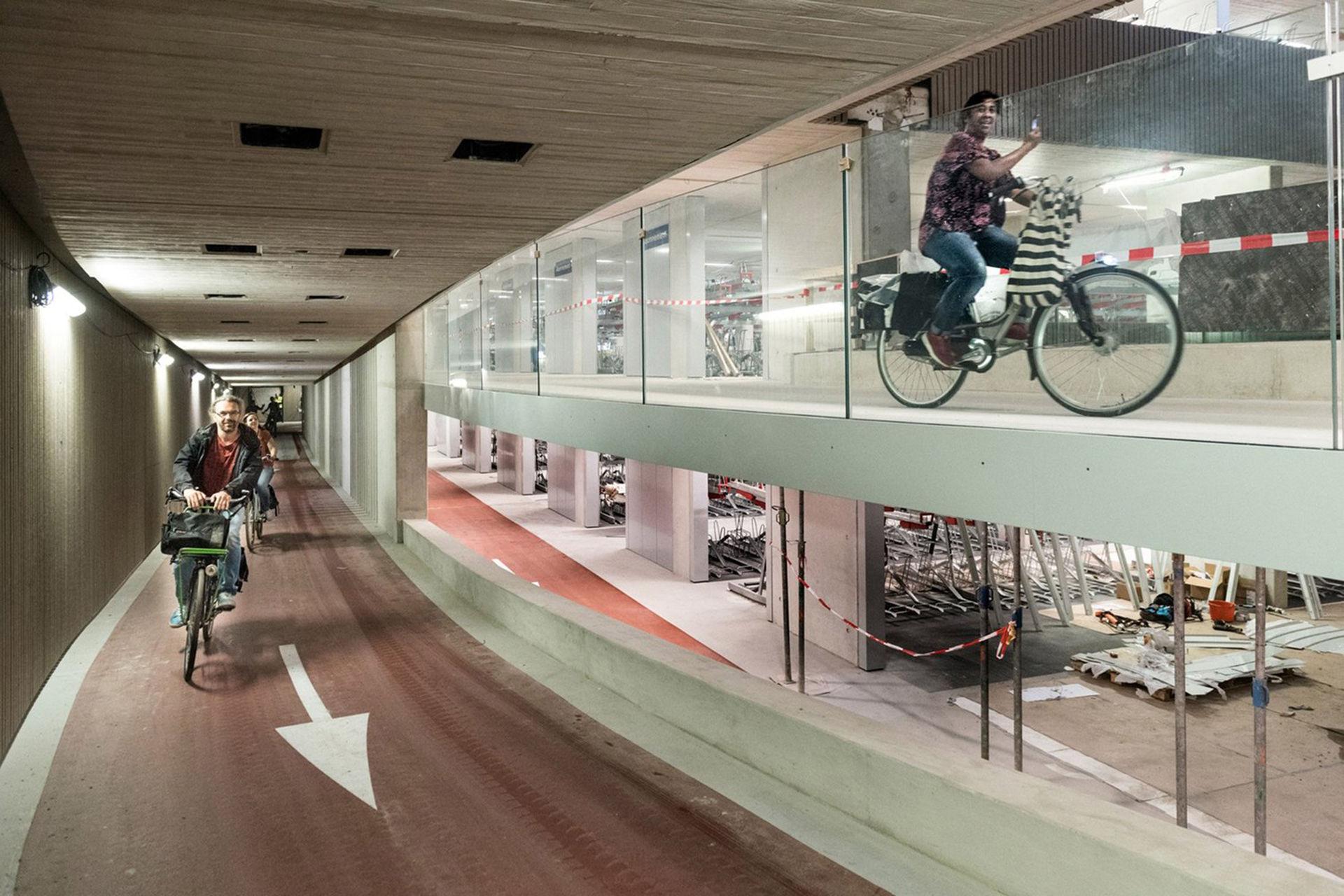 Enormt cykelgarage har öppnat i Utrecht