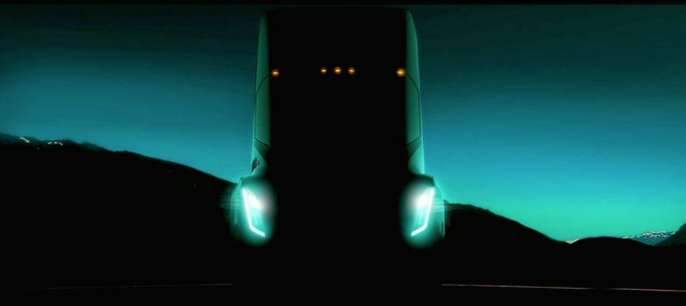 Tesla flyttar fram presentationen av sin lastbil