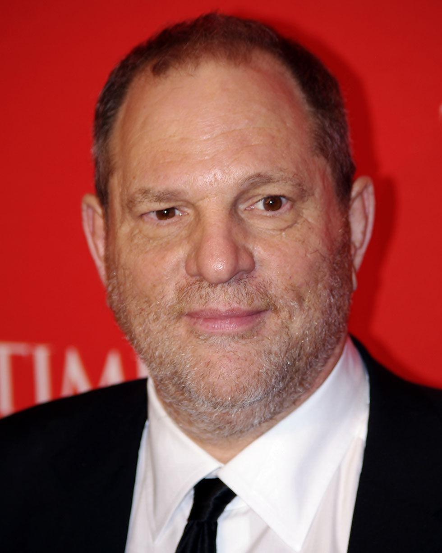 Harvey Weinstein sparkas efter anklagelser om sexuellt ofredande