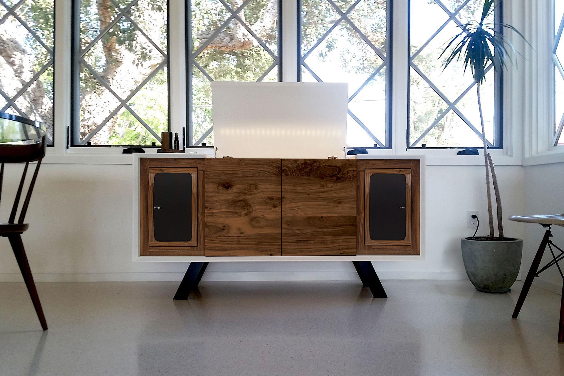 Musikmöbeln med två inbyggda Sonoshögtalare
