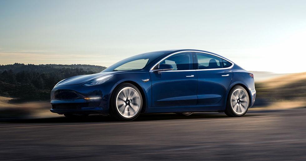 Tesla kickar hundratals anställda