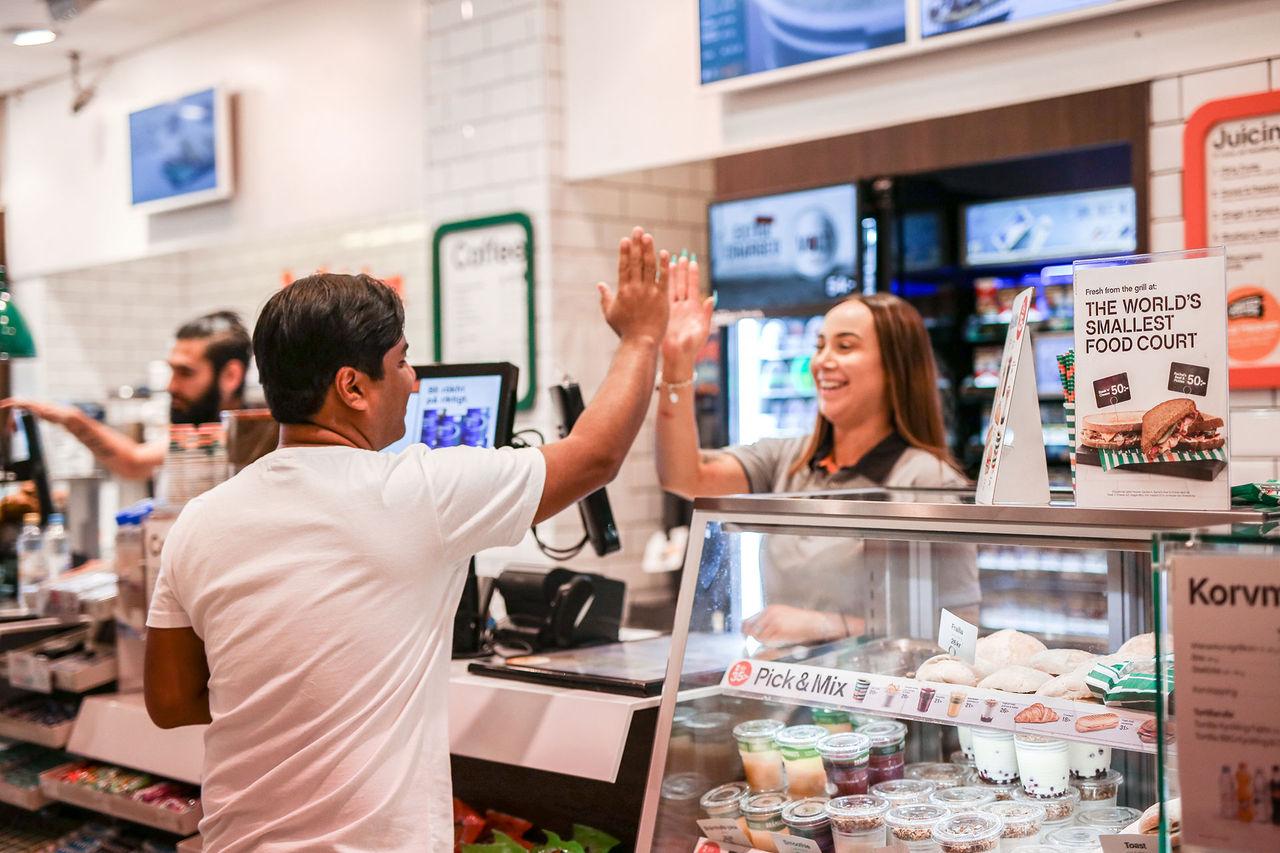 De här butikskedjorna blir först i Sverige med Apple Pay