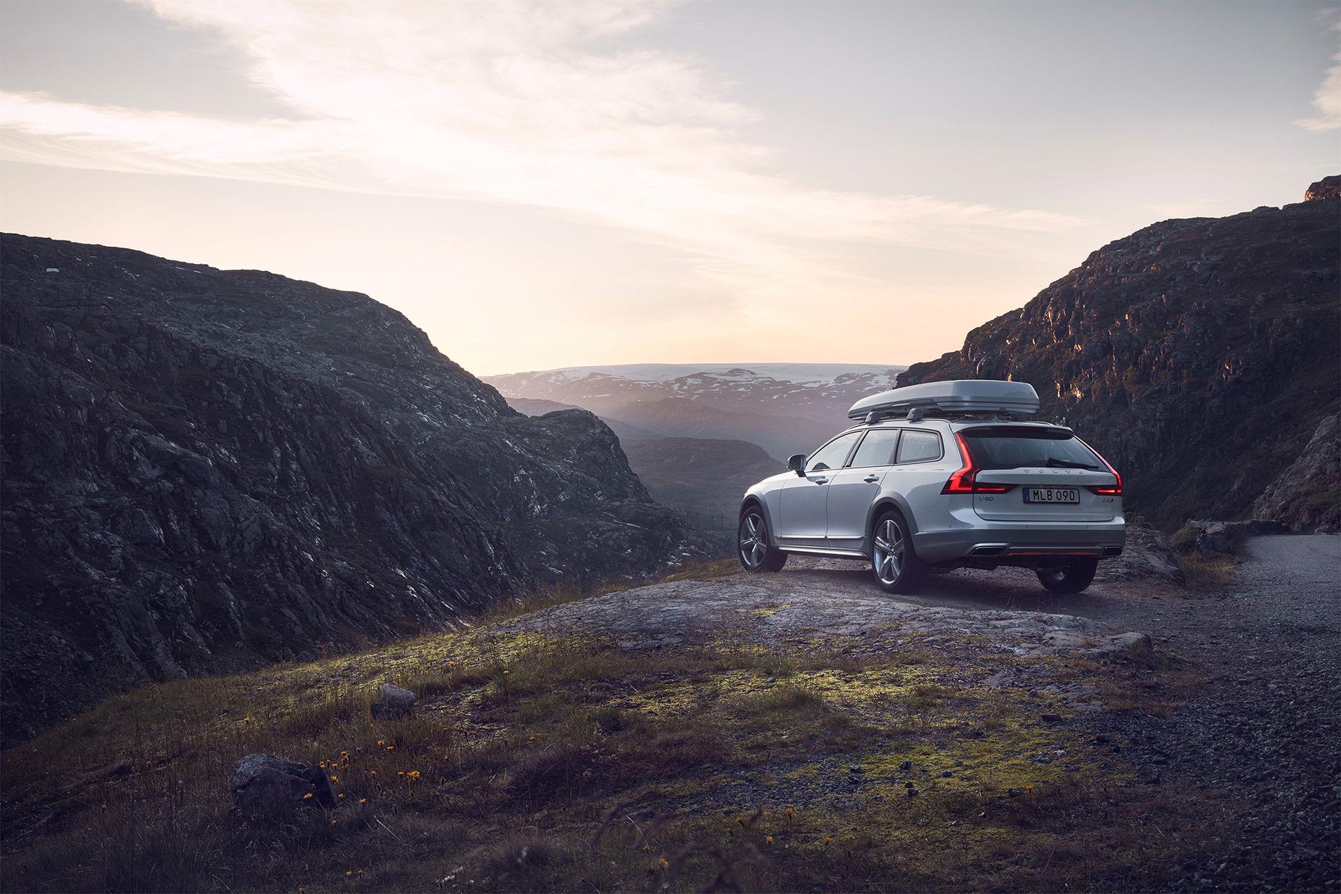 Volvo V90 Cross Country nu i Ocean Race-utförande