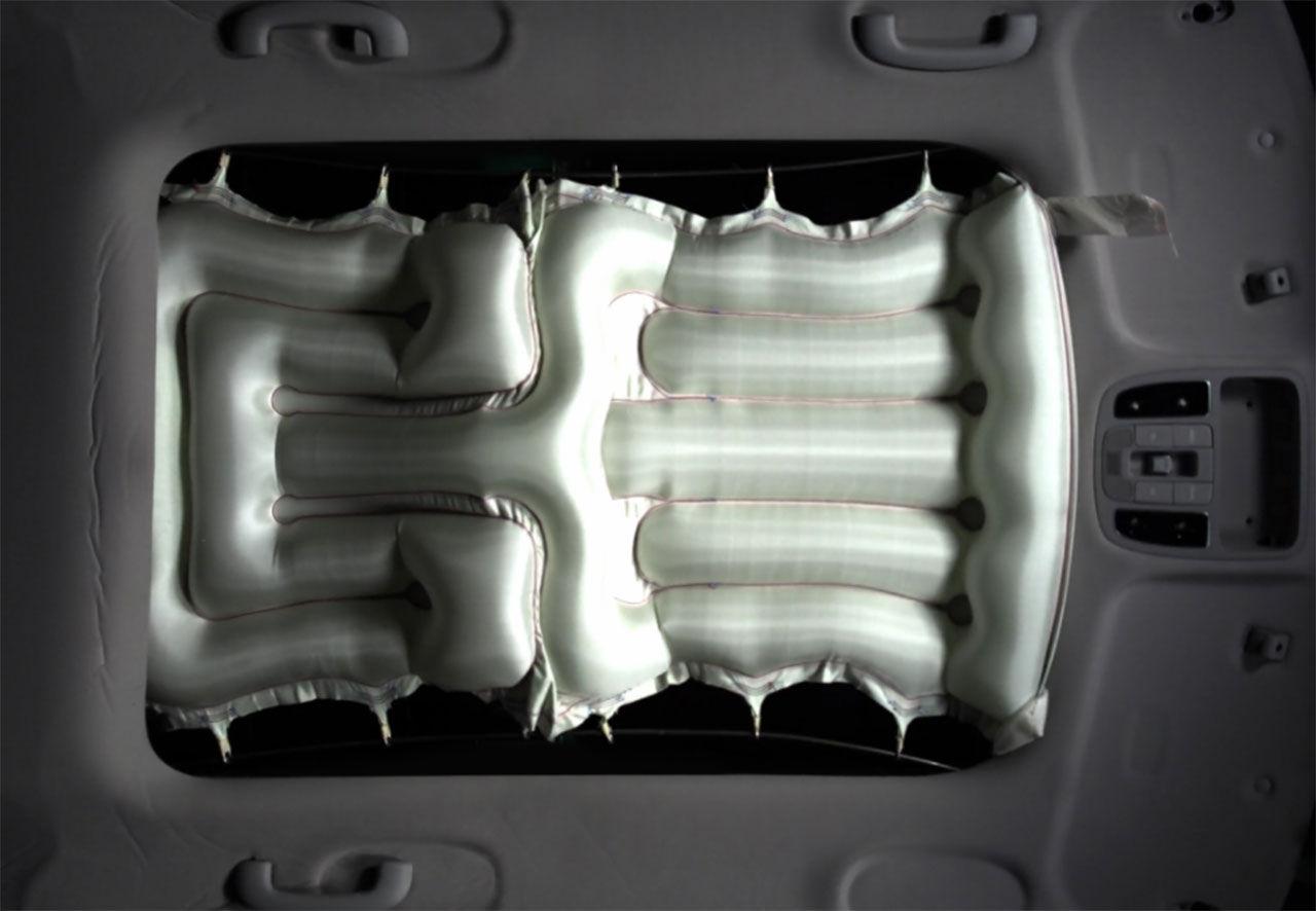 Ny airbag hindrar folk från att flyga ut genom taket