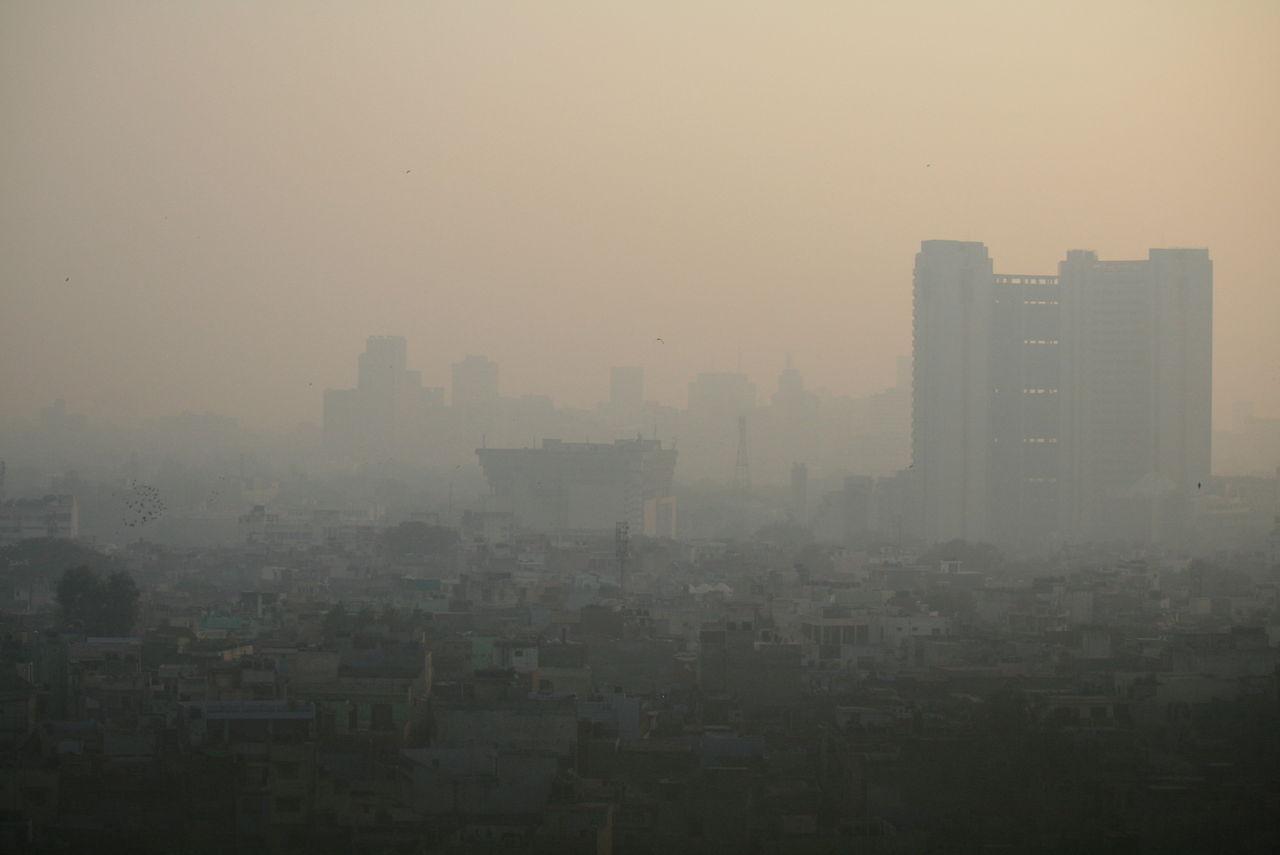 Skolor i New Delhi stängs på grund av giftig smog
