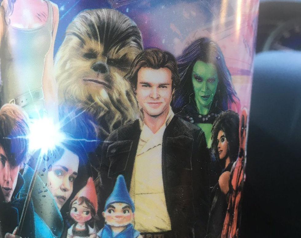 Mugg visar reklambild för Han Solo-filmen