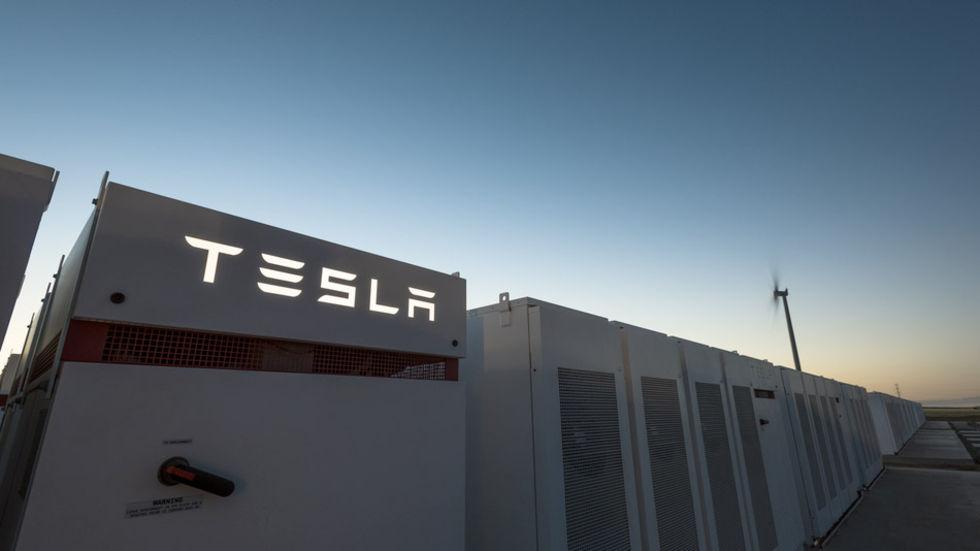 Tesla har byggt världens största batteri