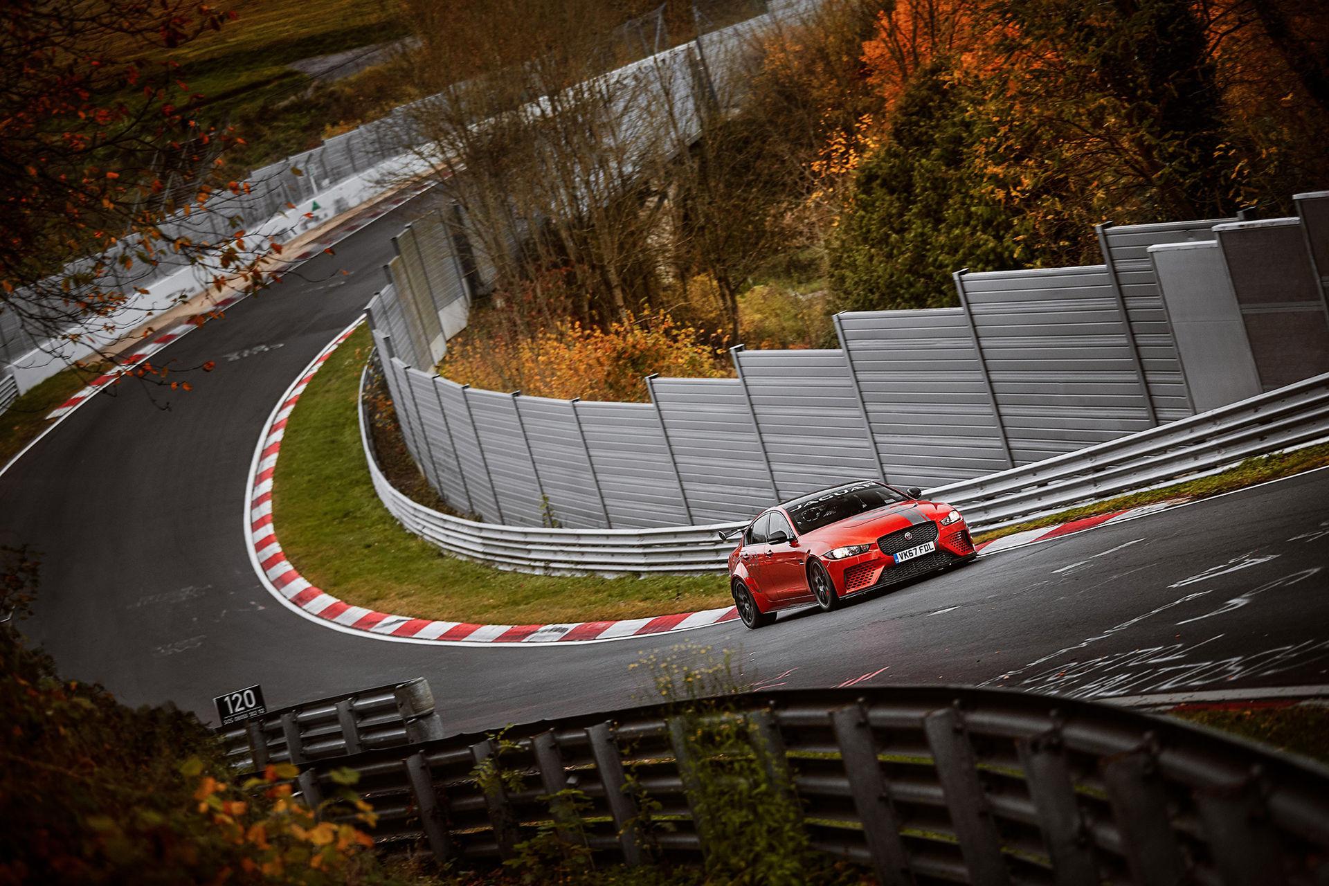 Jaguar XE SV Project 8 ny sedan-kung på Ringen