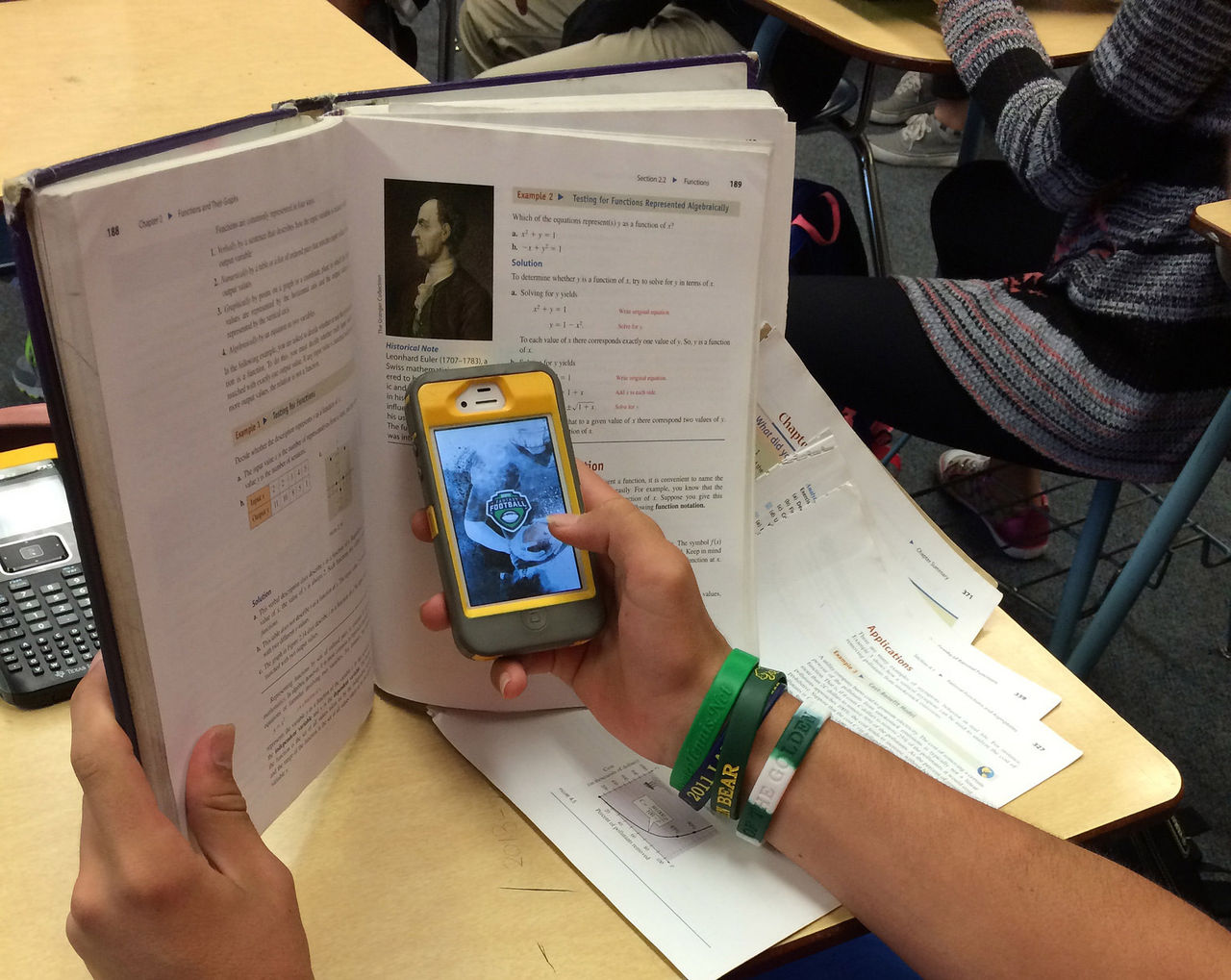Totalt mobilförbud i franska skolor