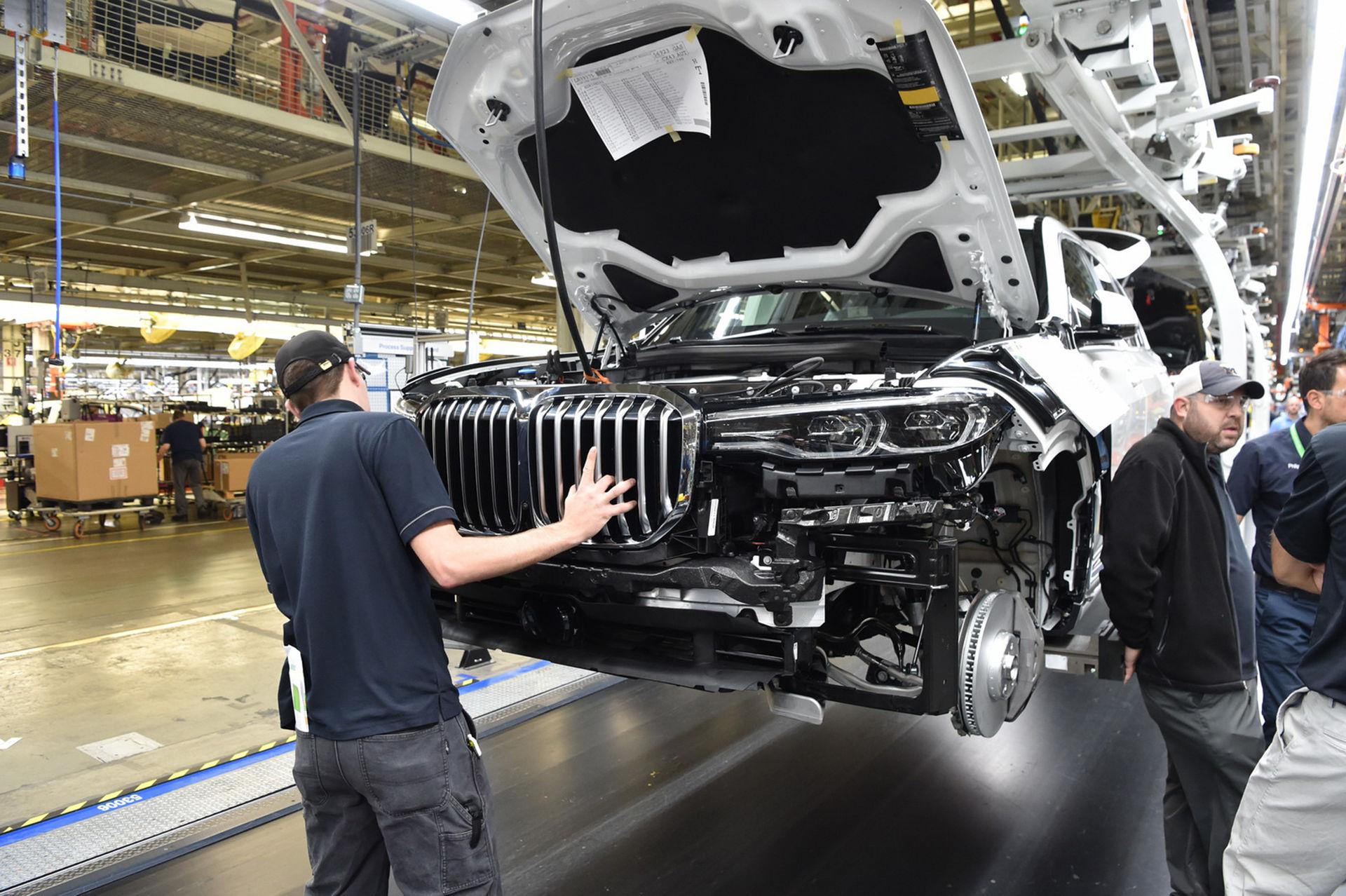 BMW visar lite av suven X7