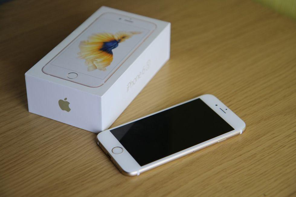 Apple stäms för att ha gjort iPhone långsammare