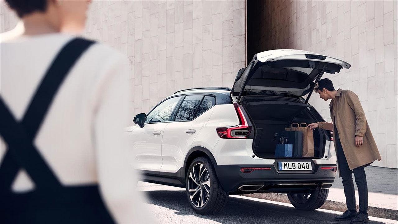 I höst kommer Volvo XC40 som laddhybrid