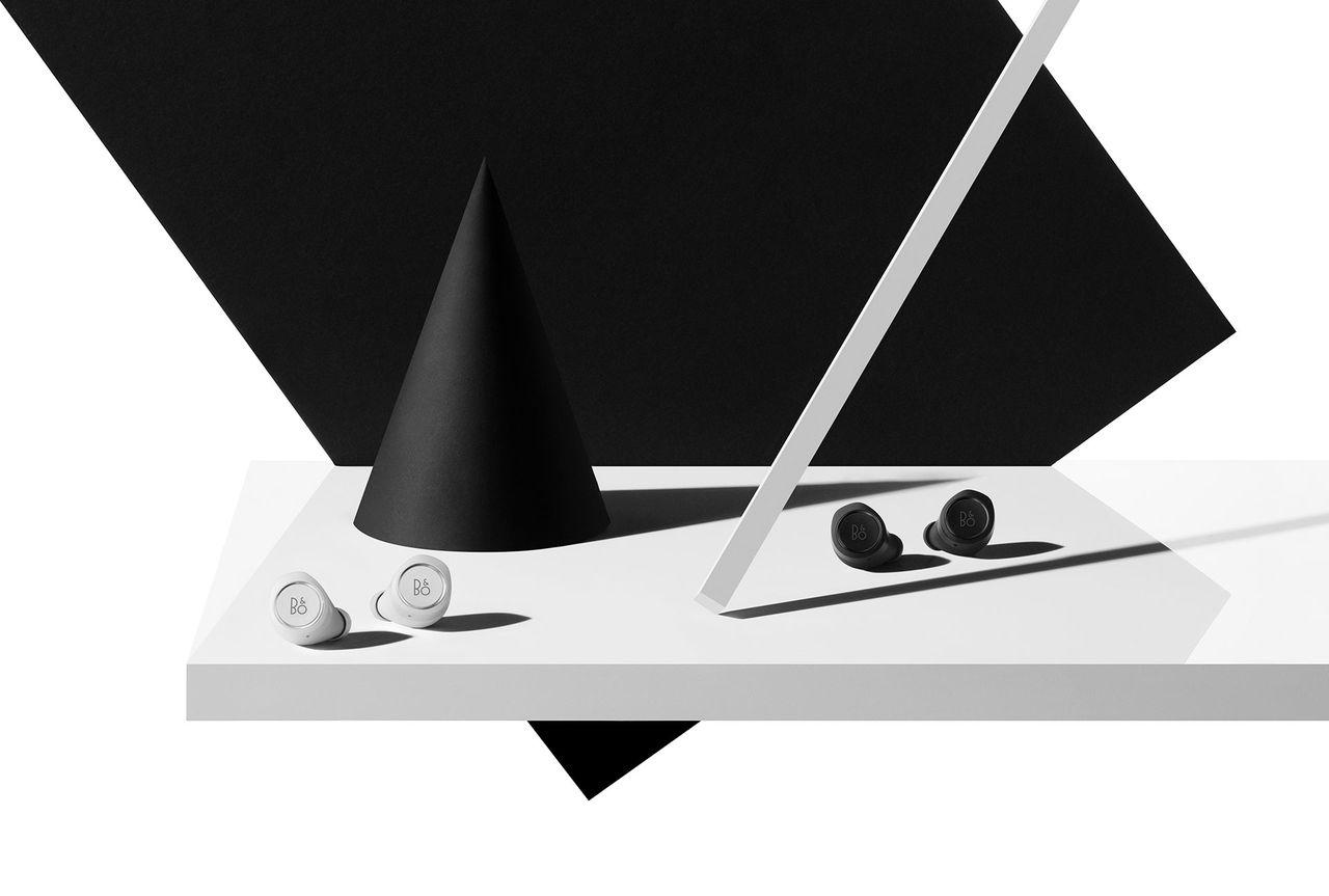 Beoplay E8 kommer nu i svart och vitt