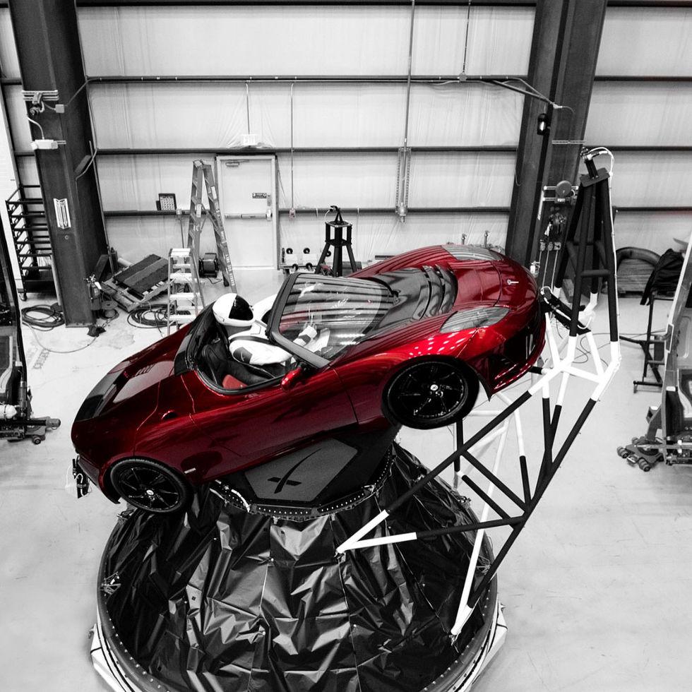 Elons roadster kommer att ha en gubbe i förarsätet