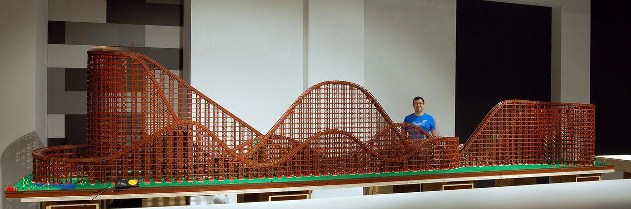 Fet berg-och-dalbana i LEGO
