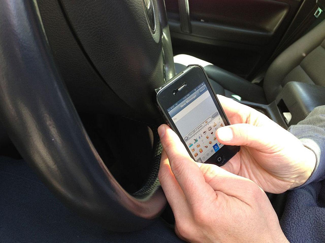 Olagligt att använda mobil i bilen - även när du står still