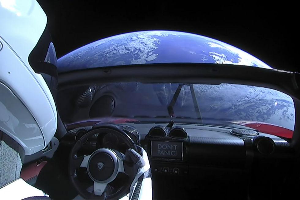 Elons Tesla kan eventuellt trilla ner på jorden